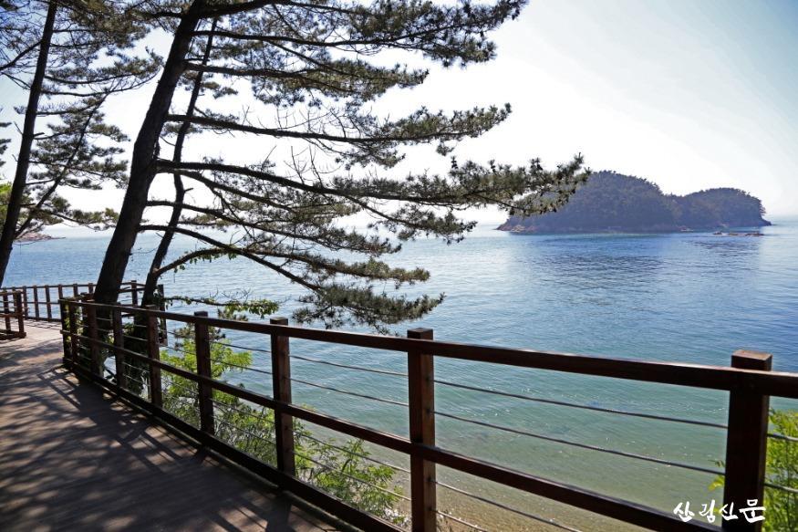 크기변환_천리포수목원에서 바라본 낭새섬.jpg
