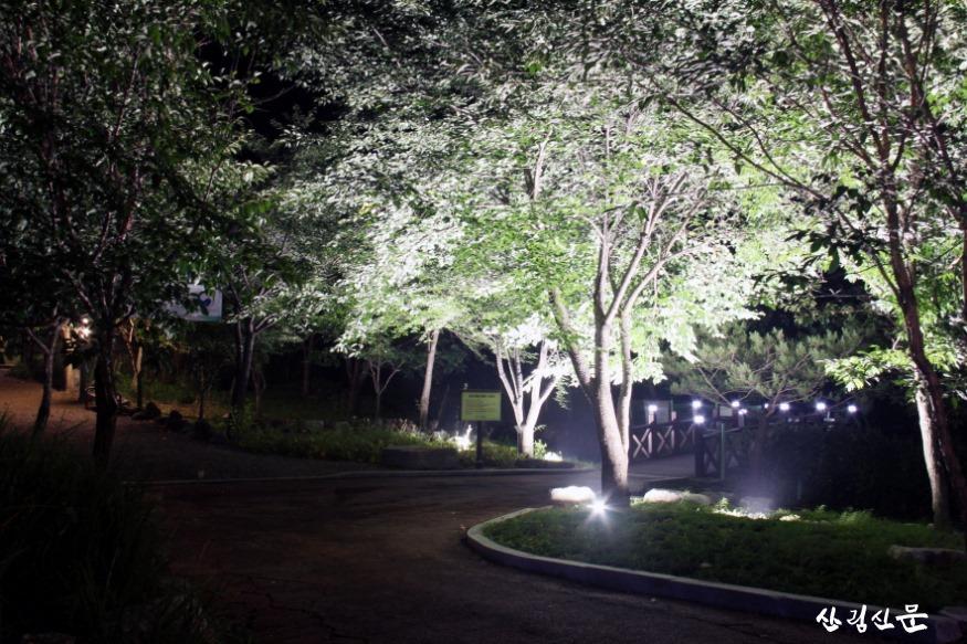 크기변환_(사진 2) 자생식물원 입구 전경입니다..JPG