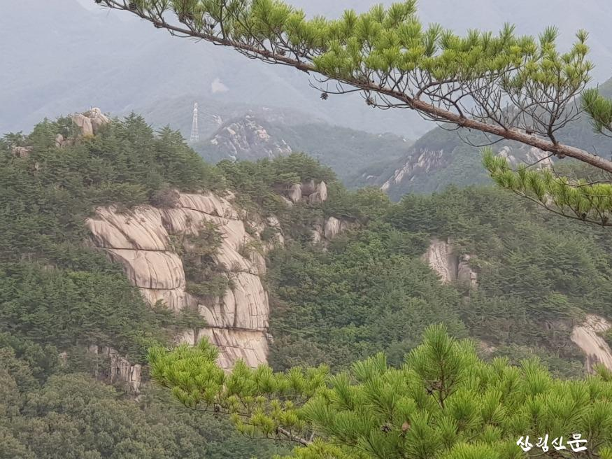사진2_황정산 기암괴석.jpg