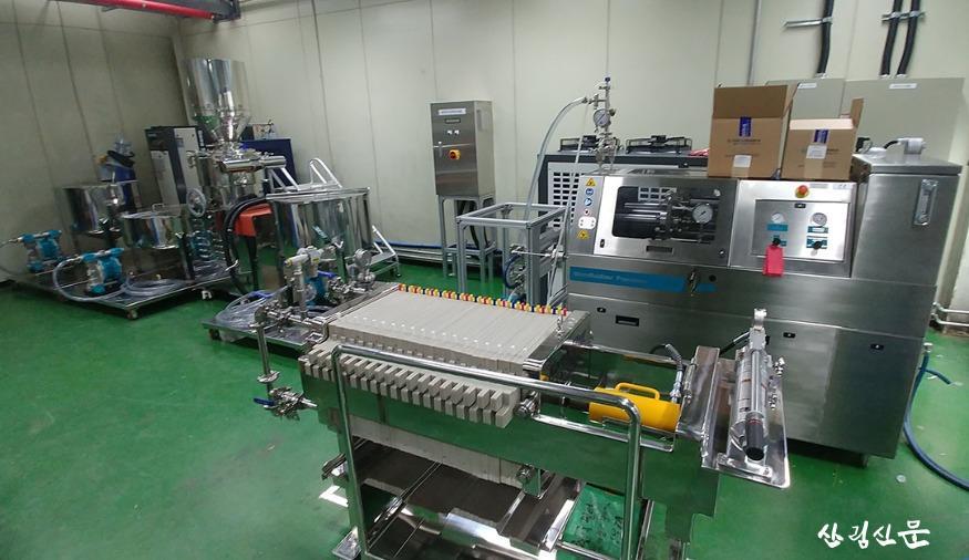 사진 1. 고품질 나노셀룰로오스를  생산할 수 있는 파일럿 시스템.jpg