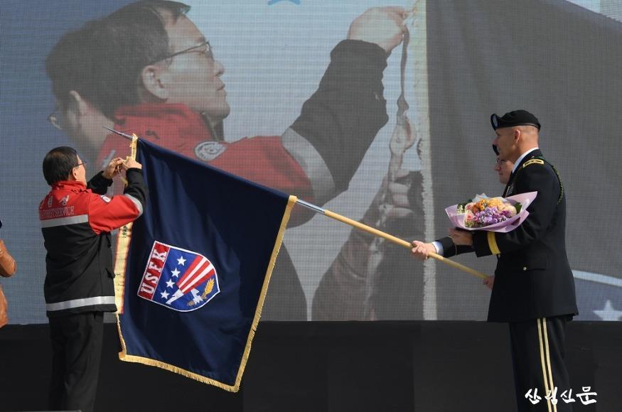 사진5_박종호 산림청 차장, 주한미군 사령부에 대통령 기관표창 수여.JPG