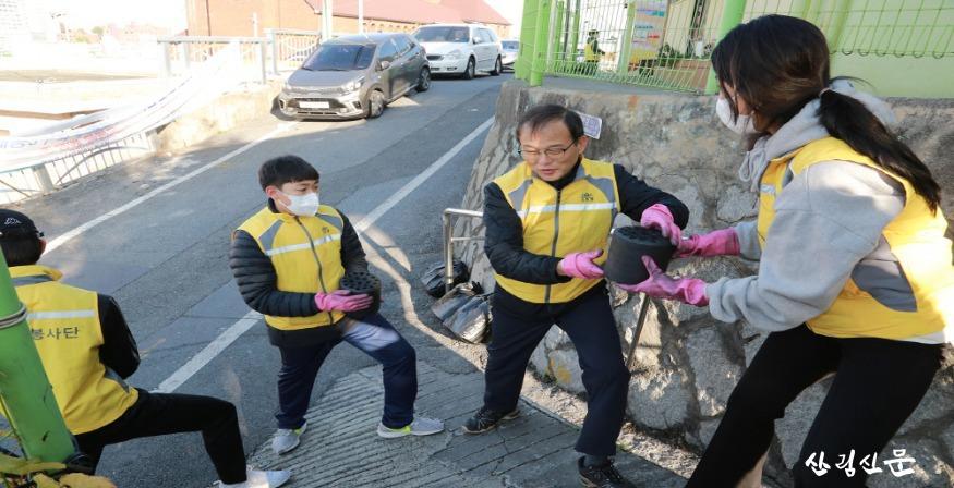 사진4_산림청 봉사동아리, 월동준비 연탄 나눔 봉사.jpg