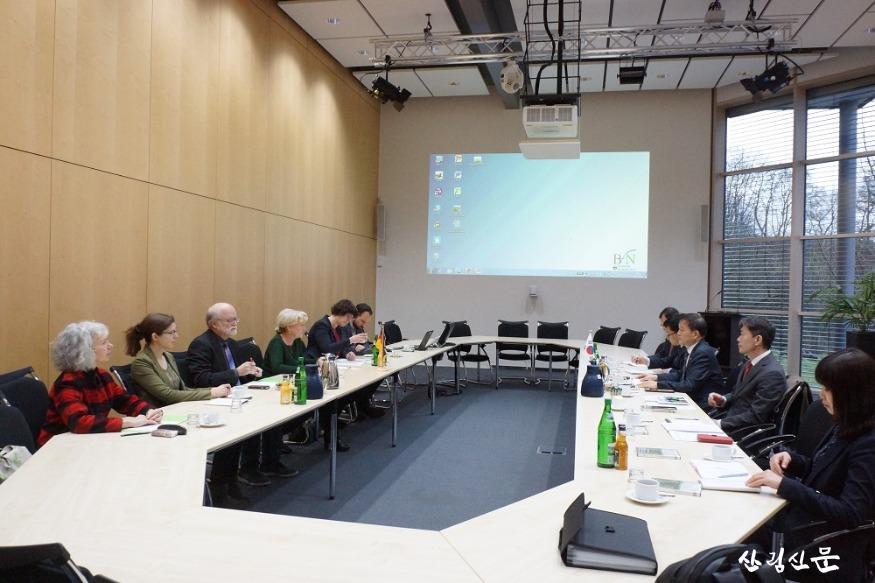 사진1_독일bnf(연방자연보전청)청장과 DMZ(비무장지대)국제평화지대논의.jpg