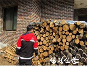 [관련사진] 봄철 소나무류 이동 특별 단속 실시(화목사용 농가 점검).jpg