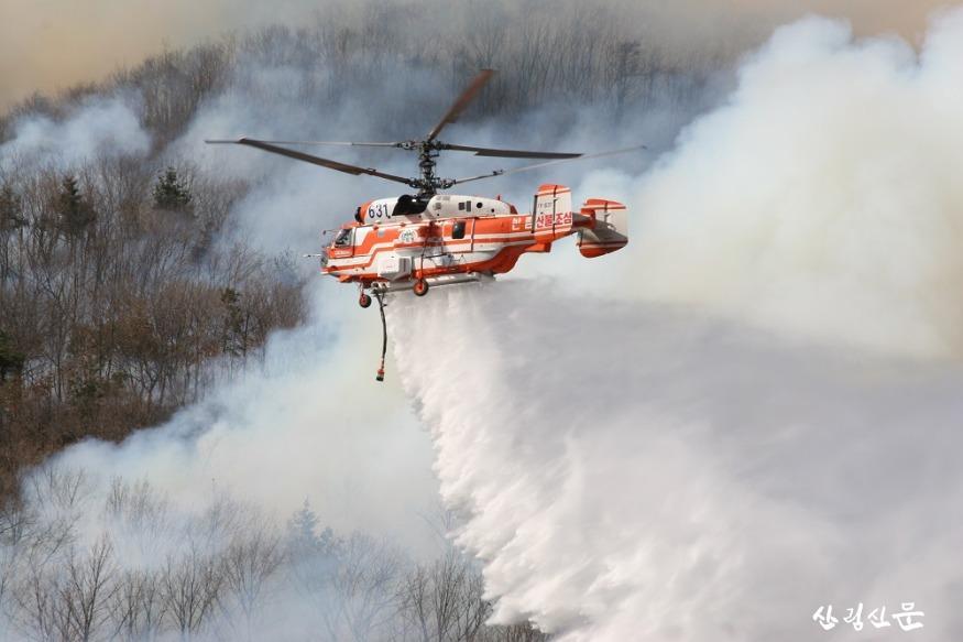 6.(산림청제공) 산불진화헬기 산불진화사진.JPG