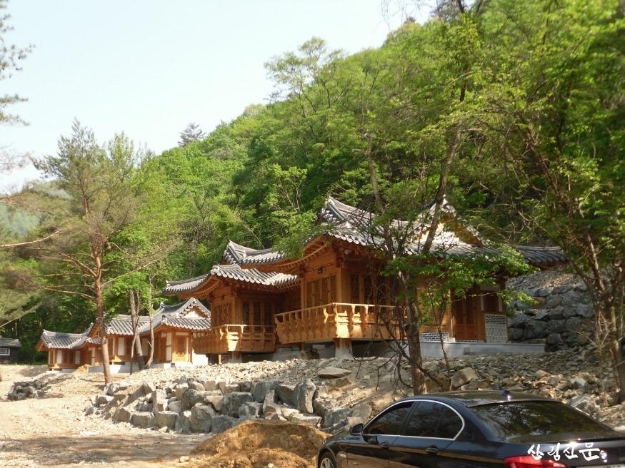 국립삼봉자연휴양림-한옥단지.JPG