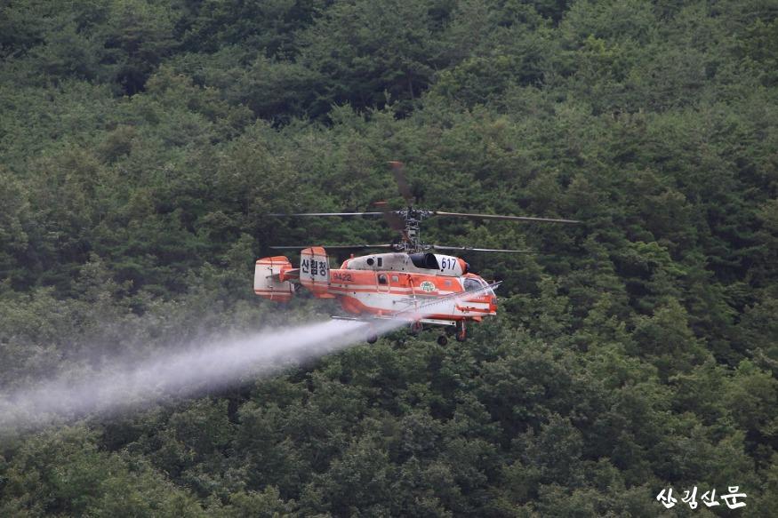 사진1_항공방제(대형헬기).JPG