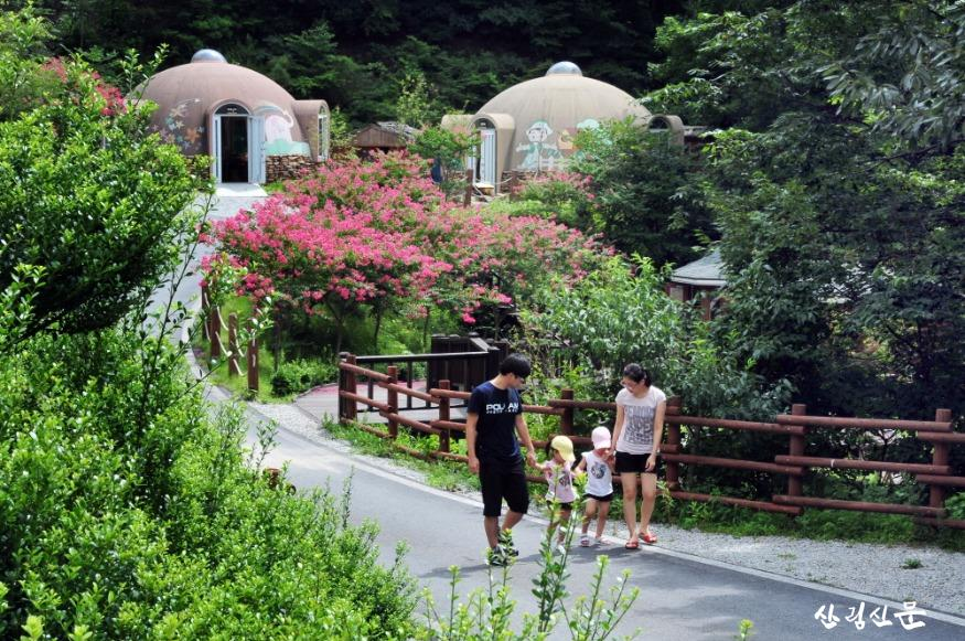 휴양림에서 산림여가활동을 하는 가족.JPG