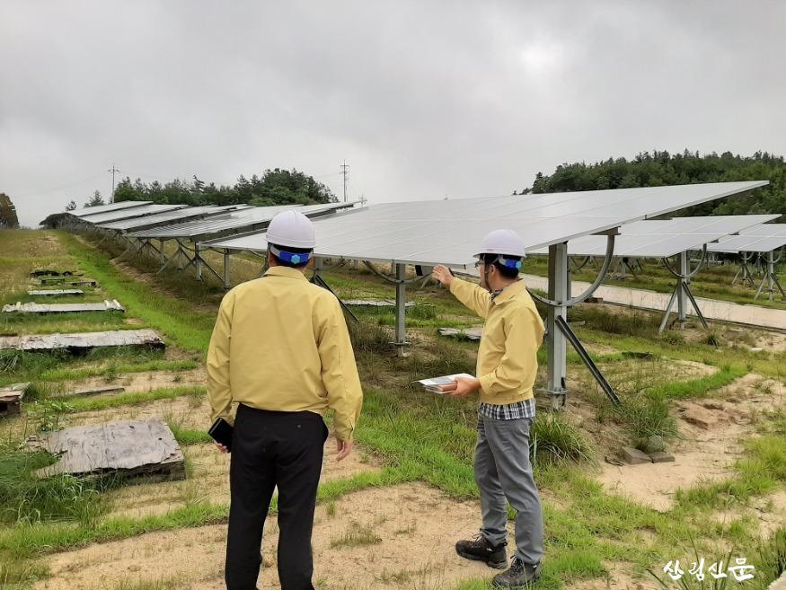 (1) 동부지방산림청장 산지태양광발전시 설 긴급점검 2020.8.06..jpg