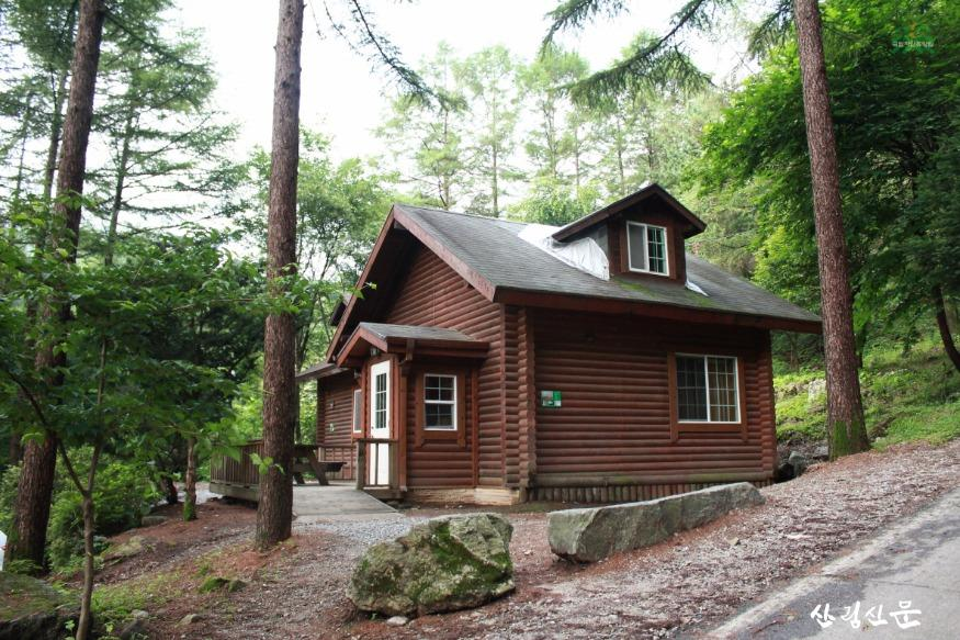 (사진 2) 국립유명산자연휴양림 숲속의 집 모습입니다..jpg