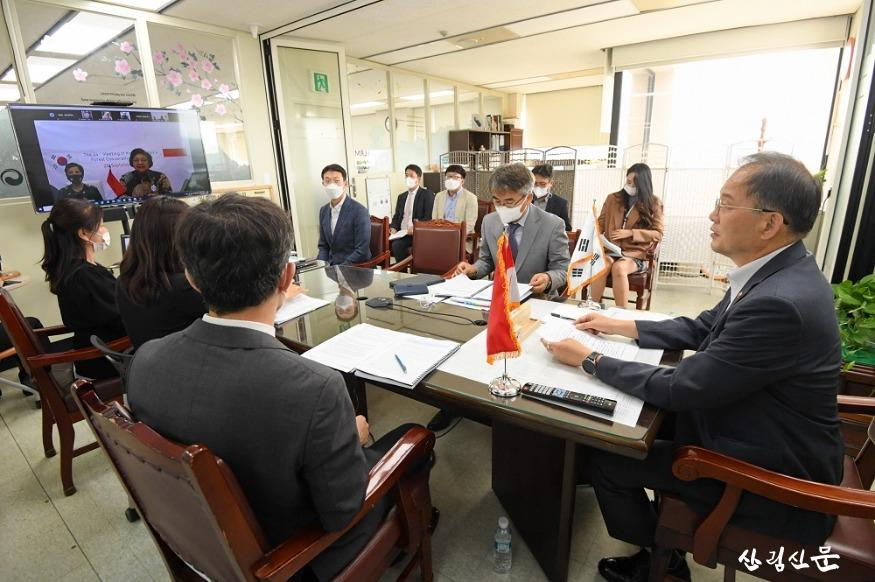 사진1_박종호 산림청장(오른쪽) 제24차 한-인도네시아 산림협력위원회 영상회의 참석.JPG