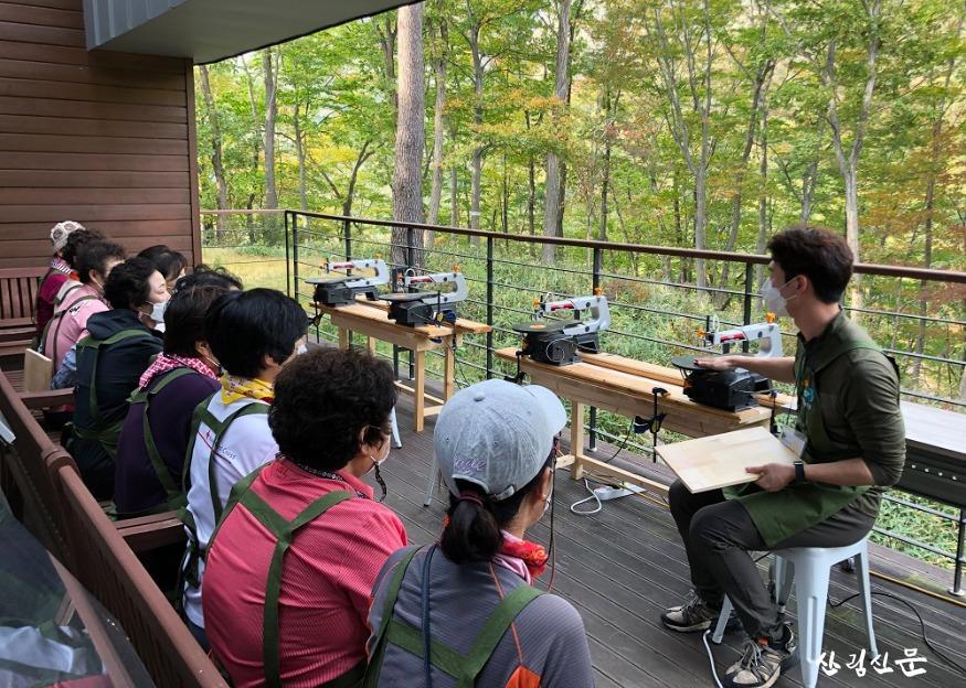 (사진1) 몰입의 즐거움 산림치유 프로그램.JPG