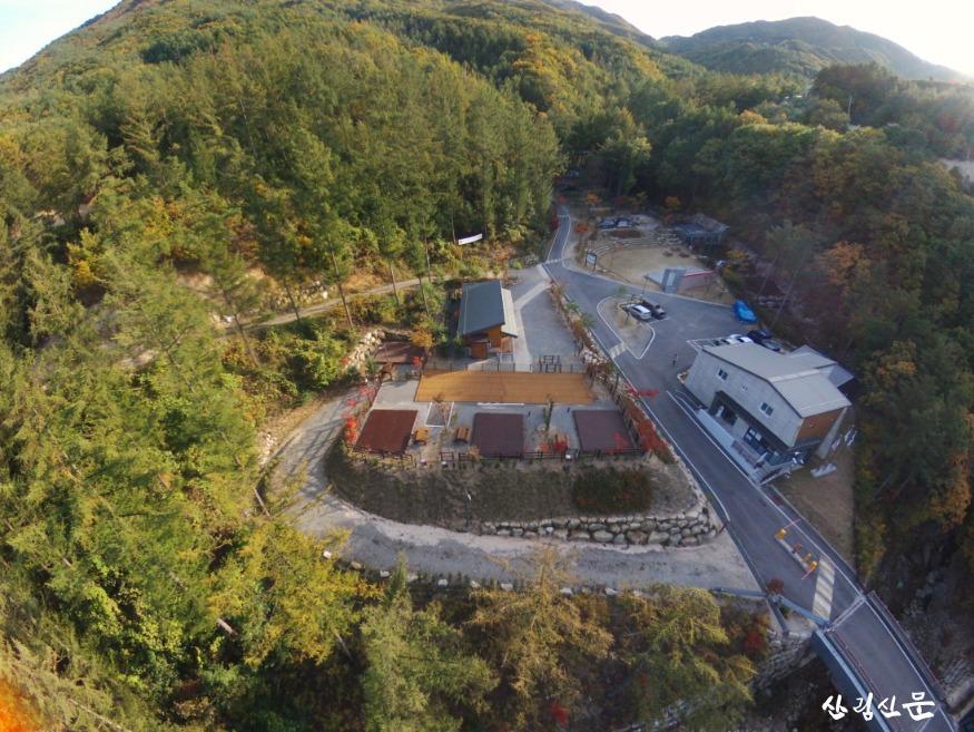 (사진 1) 국립화천숲속야영장 반려견 동반 데크 전경입니다..jpg