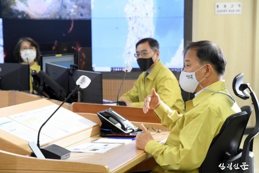 사진3_박종호 산림청장(오른쪽 첫번째 ) 가을철 산불 대응 철저 당부.JPG