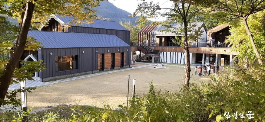 유명산자연휴양림 자생식물원(체험센터 ) 가을 전경 입니다.(1).jpg