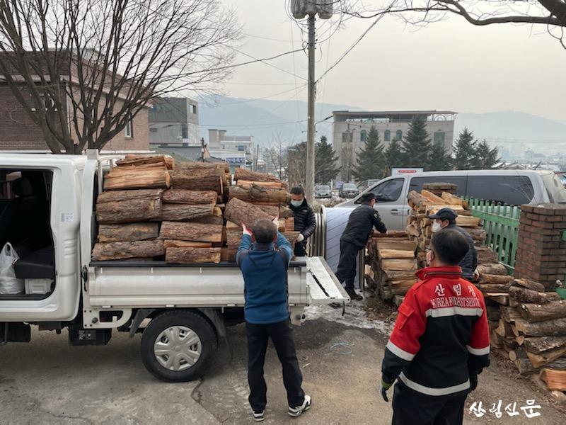 보도자료사진2-성탄절, 지역 아이들 에게 '사랑의 온기' 전달!.jpg