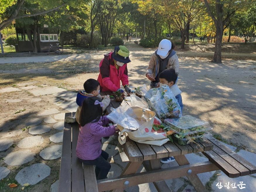 사진1_숲해설 자원봉사활동.jpg