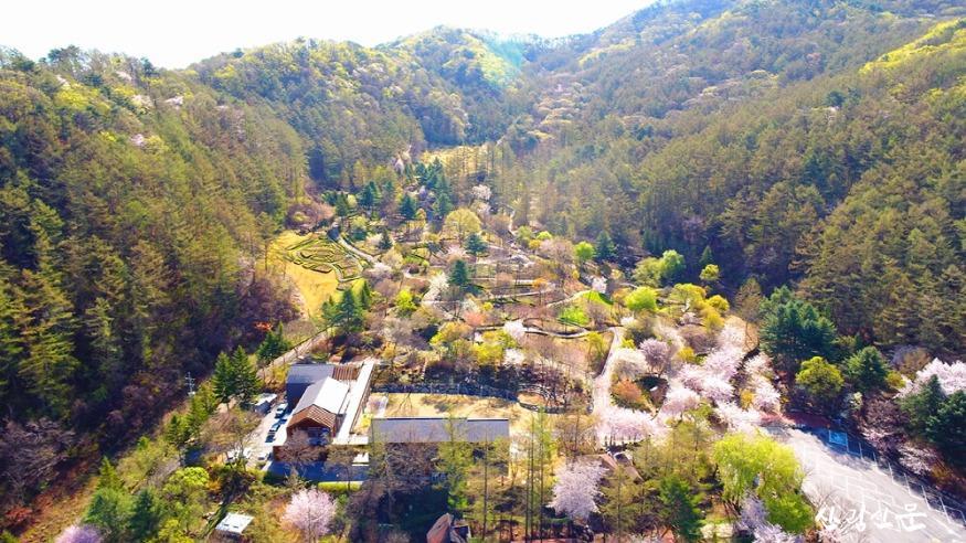 [크기변환](사진 1) 가평 유명산자연휴양림 산림복합체험센터(자생식물원)의 전경입니다..JPG