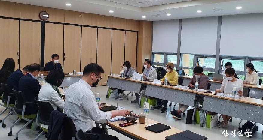 사진3_제32차 산림교육심의위원회.jpg