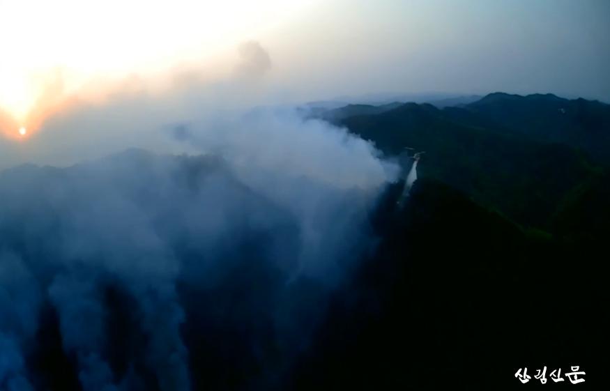 (산림청 제공)산불진화중인 헬기.png