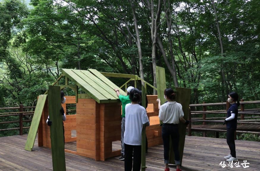 사진2.숲속 집짓기  운영 장면1 .jpg