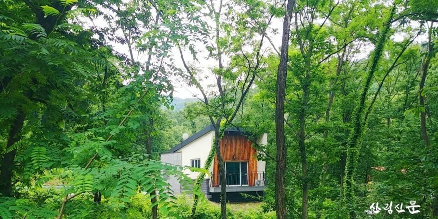 (사진 1)국립상당산성자연휴양림(충북 청주)의 숲속의 집 모습입니다..jpg