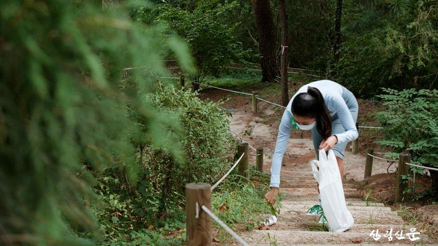 사진5_임소영 달리기 전문 지도자  새산새숲 평화의 숲살리깅.jpg