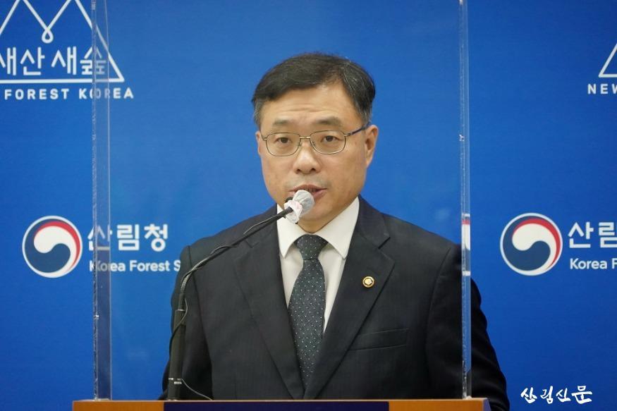 사진1_최병암 산림청장 벌채(목재 수확) 제도 개선 방안 발표.JPG
